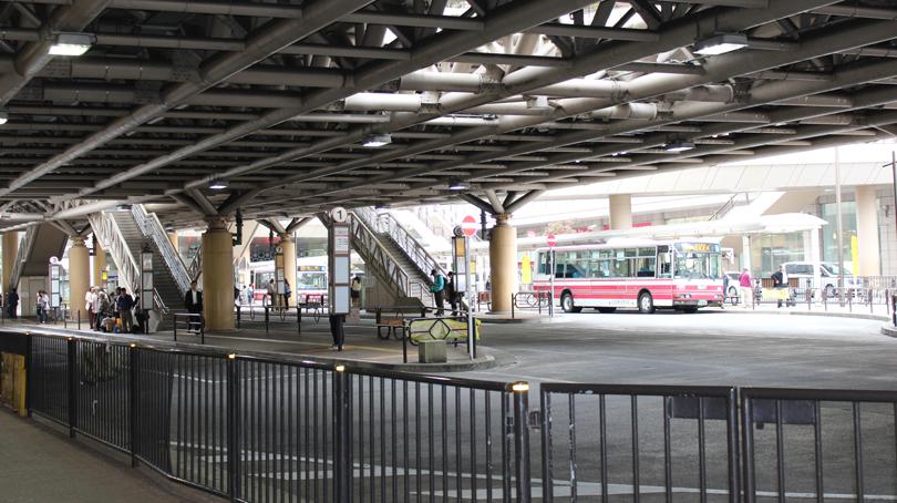 立川駅北口バスロータリーの風景画像